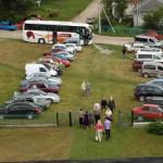 Паломників багато приїхало Були і автобуси  для тих хто не може йти